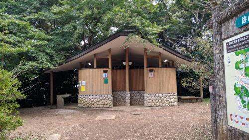 天覧山中段のトイレ