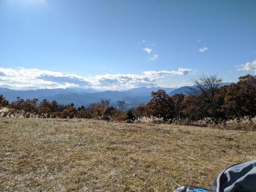 山頂の芝生エリア